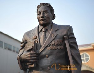 Custom Bronze Statue5