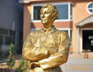 Memorial Sculpture 5