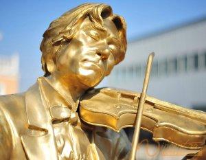 Memorial Sculpture 8